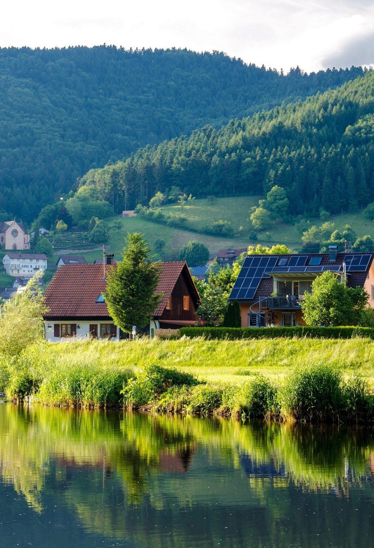 brown-grey-wooden-house-near-lake-at-daytime-158316-3